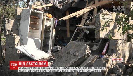 Бойовики обстріляли школу та лікарню в Красногорівці, є постаждалі
