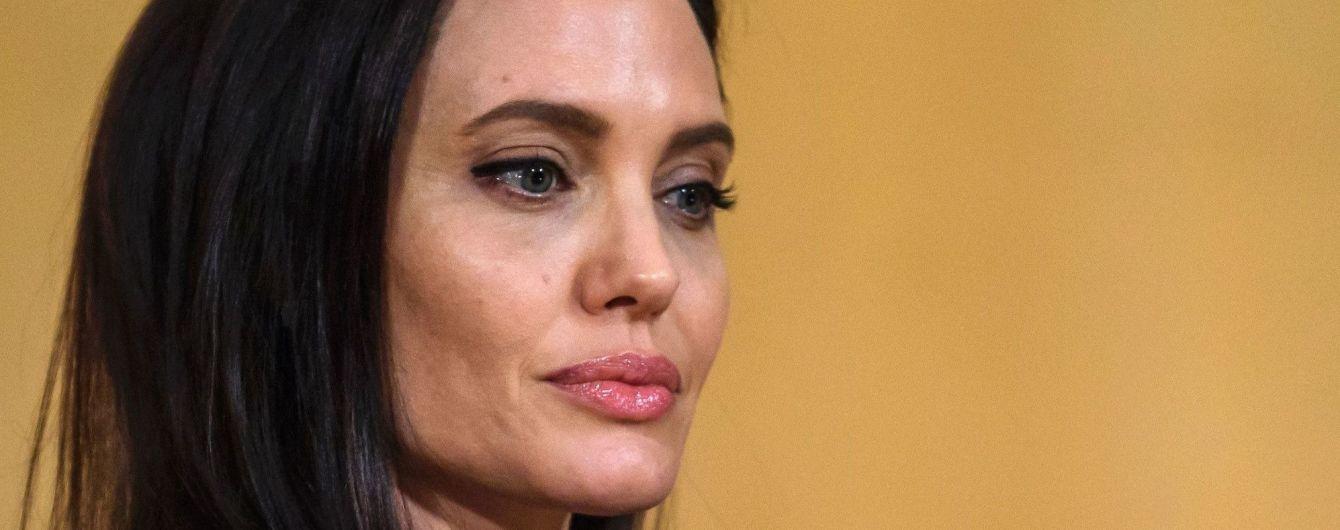 Анджелина Джоли откровенно рассказала, как Питт напивался, кричал и бил их детей