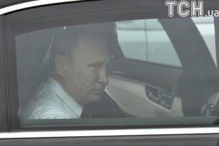 """Путін """"віджав"""" Анну Київську: соцмережі висміяли російського президента"""