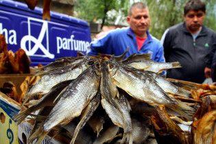 В Киеве запретили продажу вяленой рыбы из-за смертельного отравления