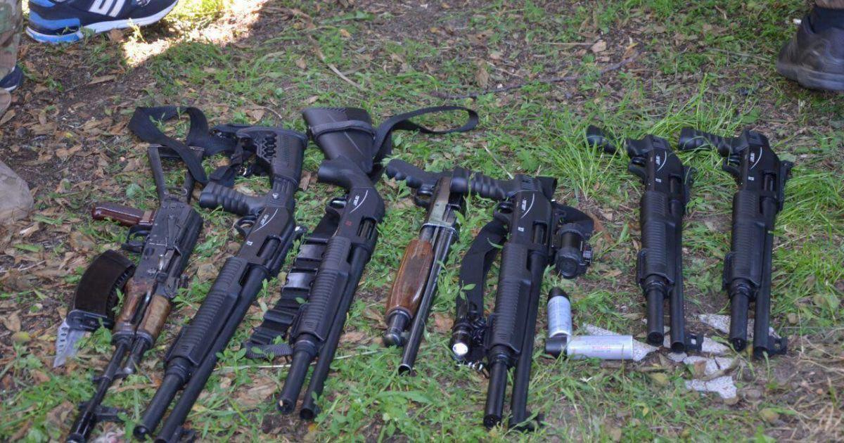 На штурмі та затриманні 42 рейдерів у вінницькому селі працювали копи з трьох районів