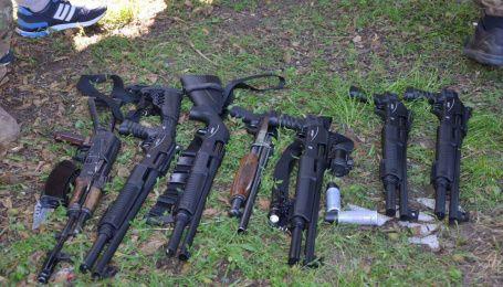 """Відлуння рейдерського """"бою"""" на Вінниччині: 45 нападникам обирають запобіжні заходи"""
