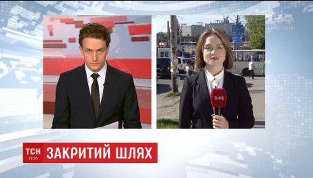 """Автомобилисты ищут альтернативные пути объезда пробки у моста """"Нивки"""""""
