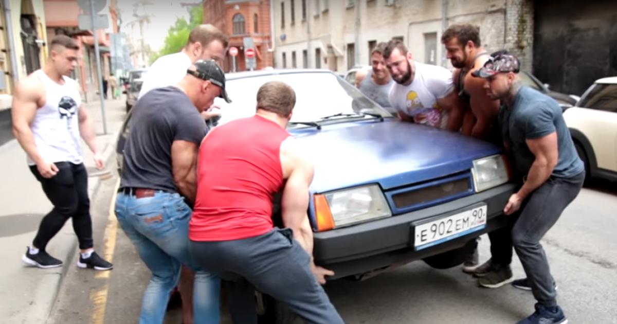 Россияне понимают только силу: бодибилдеры охотятся на нарушителей ПДД