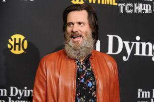 Голлівудський актор Джим Керрі приголомшив довжелезною пишною бородою до ключиць