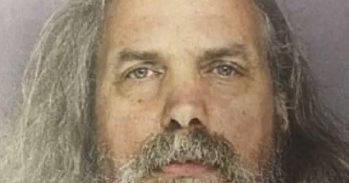 """Довел до гнилых зубов и болезни Лайма: в США судят """"пророка-педофила"""", который жил с 11 девочками"""