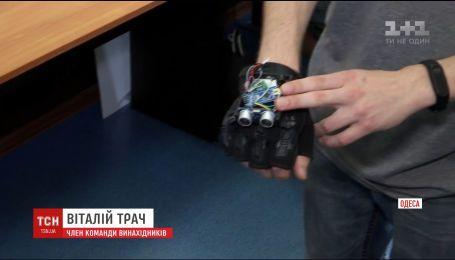 Одеські підлітки розробили рукавичку-поводиря для людей з вадами зору