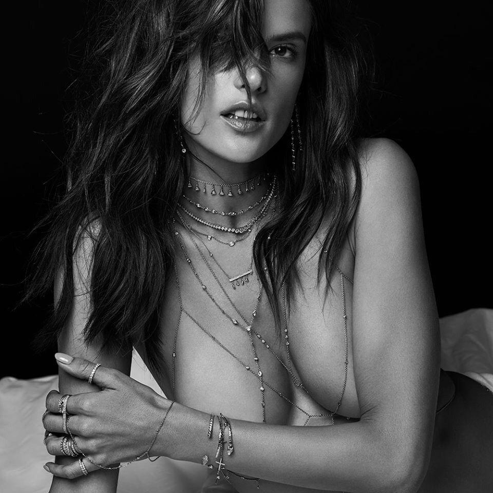 alessandra-ambrosio-topless-tayuya-nude