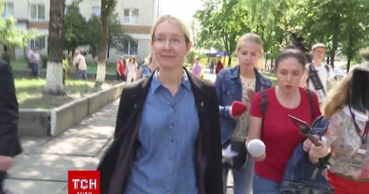Супрун сбежала от журналистов из-за вопроса о сыворотке от ботулизма