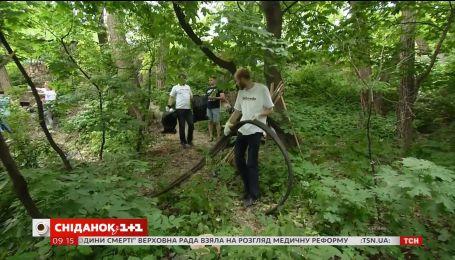 Команда 1+1 медіа влаштувала прибирання на Щекавиці