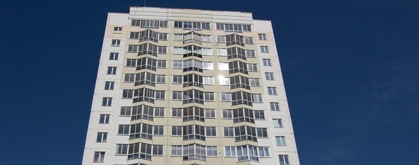 В Ивано-Франковске из окна на седьмом этаже выпал годовалый ребенок