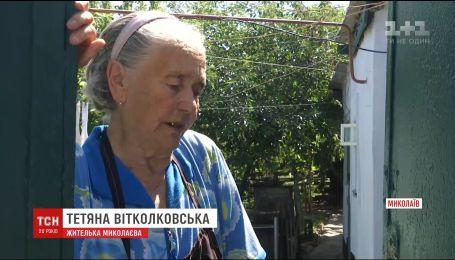В Николаеве мужчина издевается над матерью и живет на ее пенсию