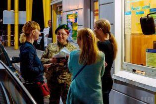 Від 9 до 12 тисяч на добу: українські прикордонники розповіли про стрімке зростання поїздок за безвізом