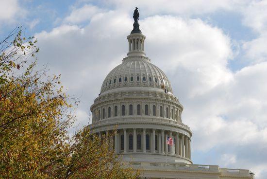 У сенаті США пропонують виділити ЄС мільярд доларів на захист від енергоресурсів РФ