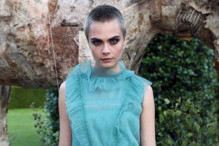 Кара Делевинь пришла на благотворительный ужин в необычном прозрачном платье
