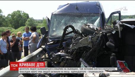 Десятеро людей залишаються в лікарнях внаслідок аварії, що трапилась напередодні на Львівщині
