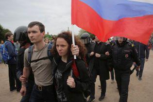 В Петербурге мать попросила арестовать ее, чтобы быть рядом с задержанной на протесте дочерью
