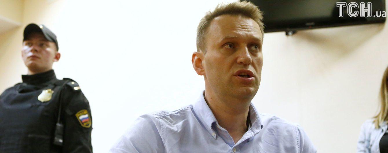 Двое однопартийцев Навального попросили в Украине политическое убежище