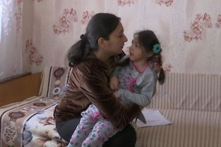 8-летняя Светочка борется со страшными судорогами: помогите ей немедленно пройти терапию