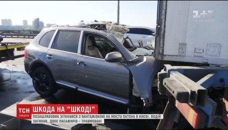 Водитель грузовика спровоцировал ДТП, разворачиваясь через двойную осевую на столичном мосту
