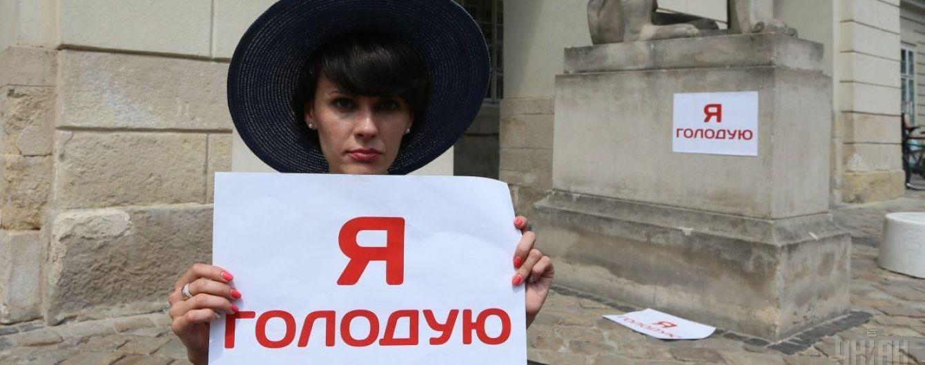 В Киеве голодают три нардепа, а во Львове протестный отказ от еды начали свои Березюк и Сыроед