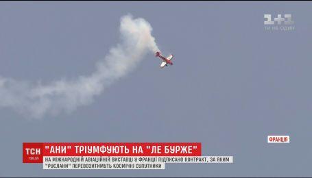 В Париже украинские пилоты продемонстрировали уникальные возможности нового самолета Ан-132