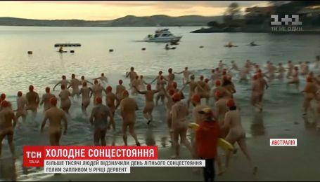 Тысячи австралийцев в самую длинную ночь года голышом ныряли в воду