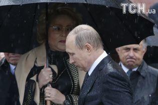 """Путин прибыл в """"Артек"""" в оккупированном Крыму, его опять застал ливень"""