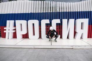 Віртуальна реальність: у Москві художницю відправили до психлікарні за прогулянку в хайтек-окулярах біля Кремля