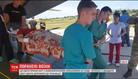В Одессу из Днепра привезли борт с тяжелоранеными на востоке военными