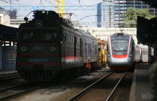 У поліції відзвітували про пошуки бомби на залізничному вокзалі Києва