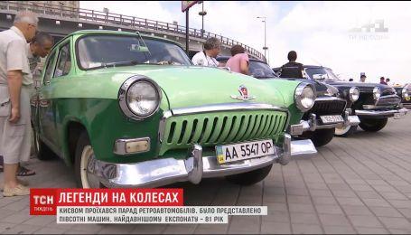 История на колесах: Киевом проехались полсотни ретроавтомобилей