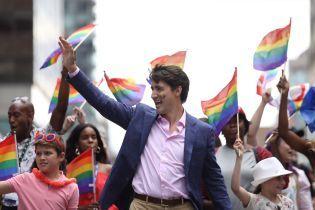 Канадский премьер с семьей посетил крупнейший в стране прайд-парад