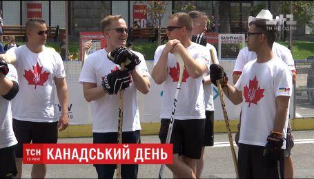 В Украине отпраздновали годовщину независимости Канады хоккейным матчем на Крещатике