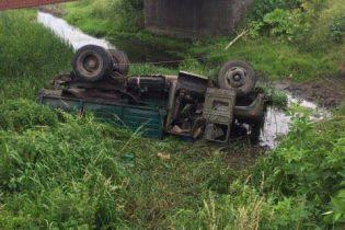 На Львовщине грузовик вылетел с моста в реку, двое человек погибли