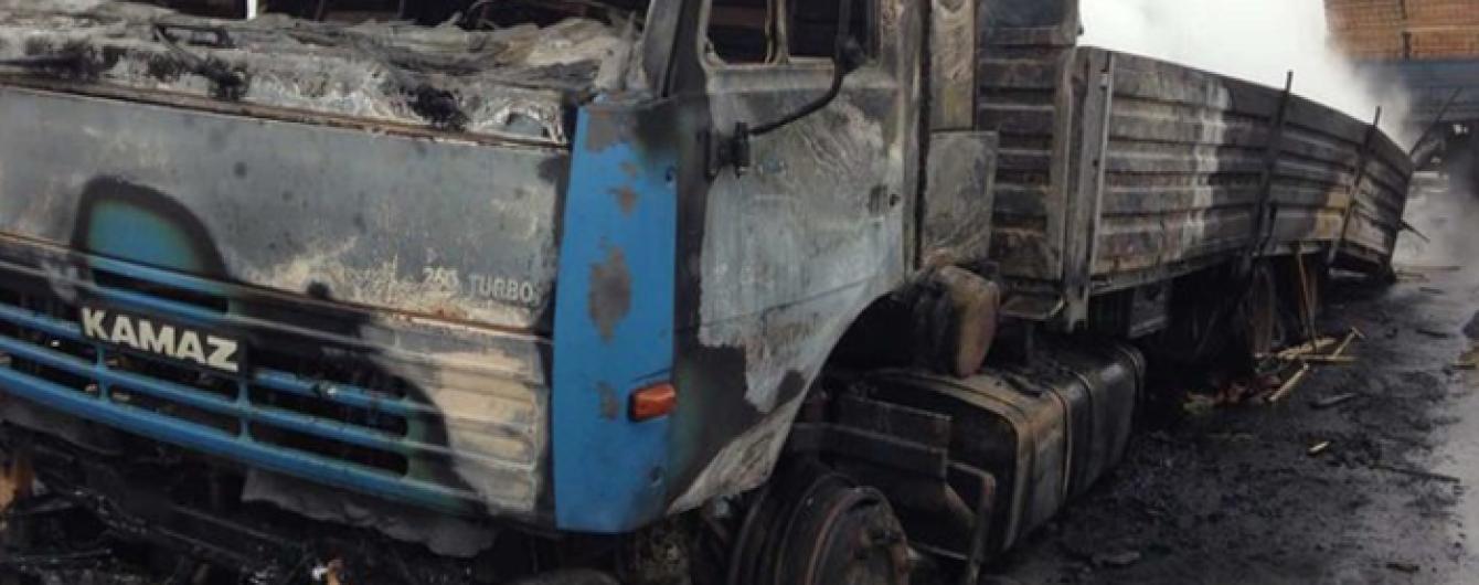 На оккупированной Луганщине во время полевых работ подорвался КамАЗ с мирными жителями