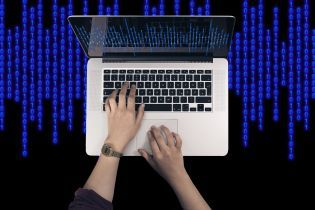 ФБР раскрыло масштабную аферу хакеров с Украины, России и США на 100 млн долларов