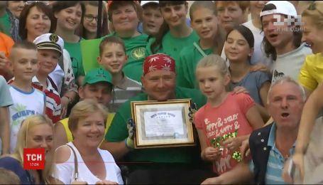 Прикованный к коляске Олег Иваненко установил мировой рекорд по триатлону