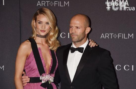 """""""Янгол"""" Victoria's Secret спростувала чутки про весілля з Джейсоном Стейтемом на Новий рік"""