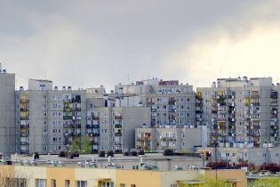 За мить до падіння: у Луцьку патрульні врятували жінку від стрибка із багатоповерхівки
