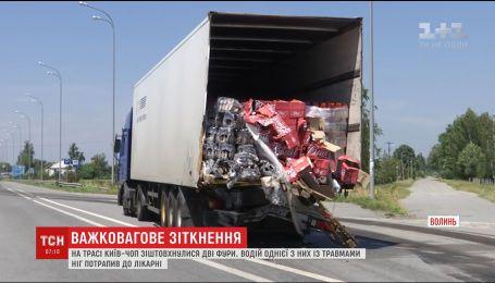 На трассе Киев-Чоп произошло ДТП с участием двух фур