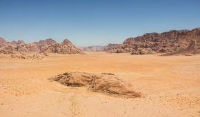 Неймовірна краса: у пустелі Сахара випав сніг (фото, відео)