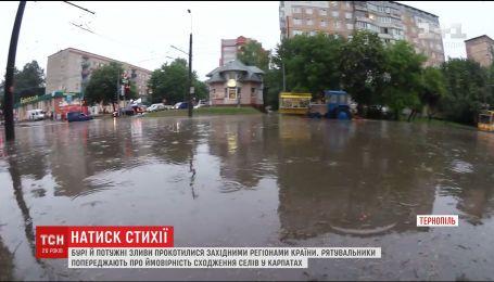 Почти 900 населенных пунктов Украины остались без света из-за непогоды
