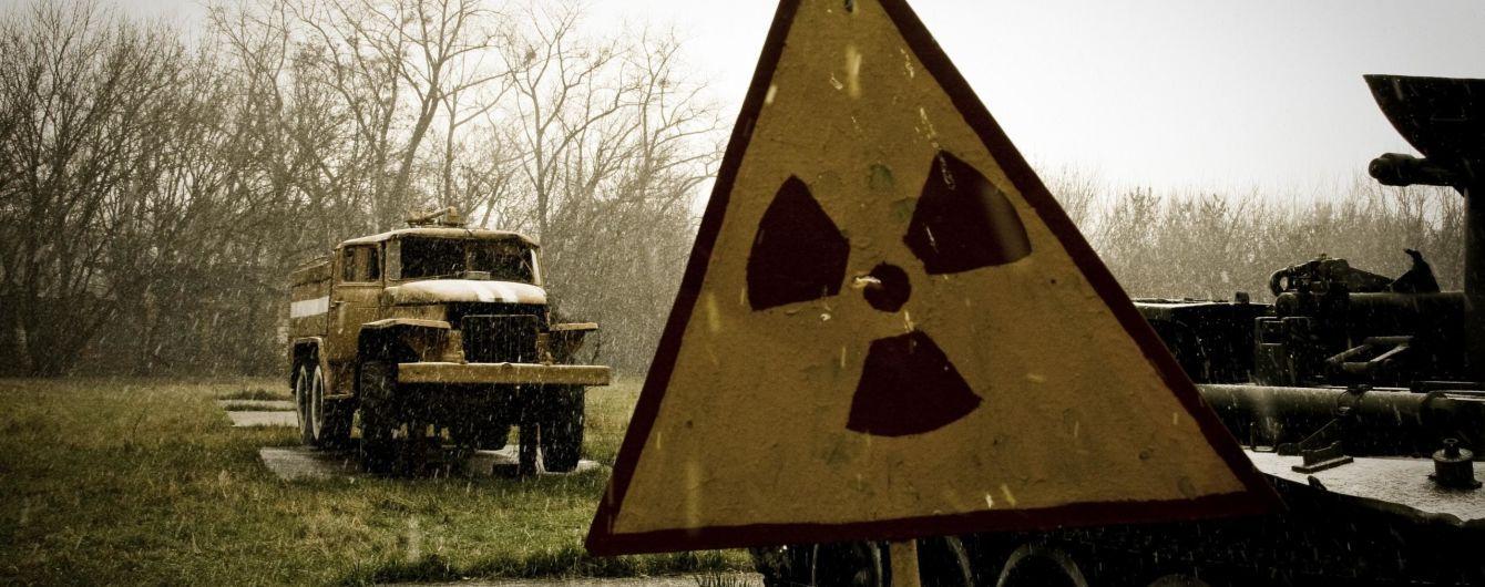 """Дозиметр зашкалює: під Кропивницьким крадії """"розворушили"""" радіоактивне звалище"""