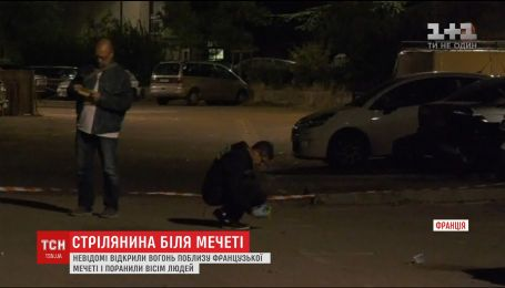 Двоє чоловіків з прихованими обличчями відкрили стрілянину біля французької мечеті