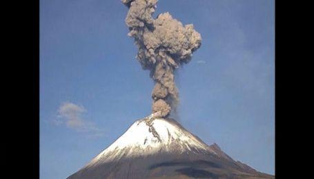 У Мексиці прокинувся могутній вулкан Попокатепетль