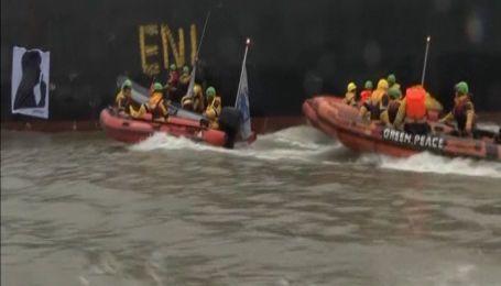 В Гамбурге участники организации Гринпис устроили протест на лодках