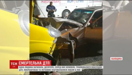 На Львівщині лоб у лоб зіштовхнулись мікроавтобус та легковик