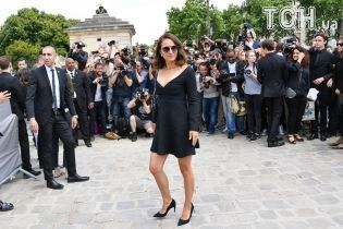 Молода мама Наталі Портман блиснула фігурою у маленькій чорній сукні