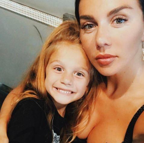 Анна Сєдокова з донькою